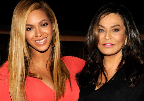 Anya és lánya közös fotón. Látszik, honnan örökölte Beyoncé a szépségét és a stílusérzékét.