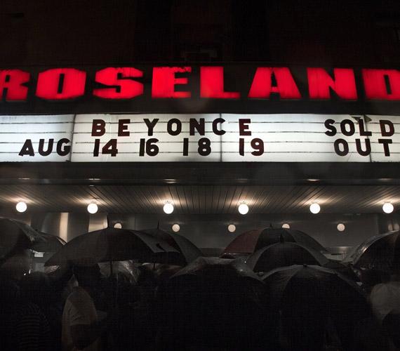 A négy állomásból álló, 4 Intimate Nights with Beyoncé fantázianevű koncertsorozatra pillanatok alatt elfogytak a jegyek.