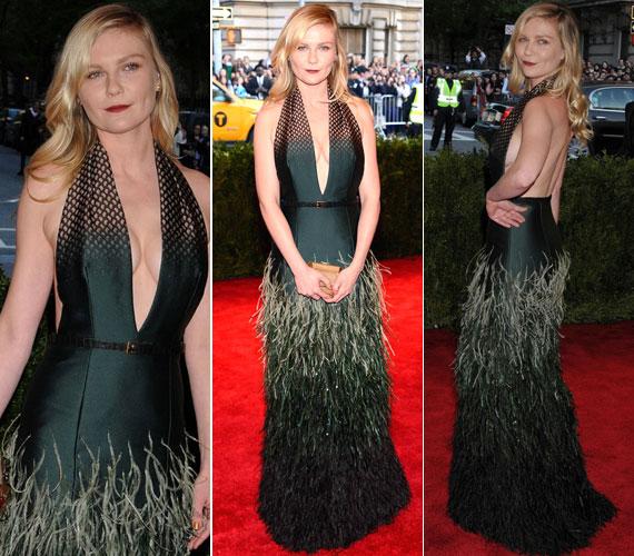 Kirsten Dunst Louis Vuitton ruhája sem nélkülözte a merészséget.
