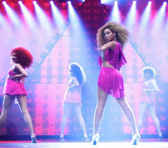 A szexis énekesnő negyedik, önálló stúdióalbuma június 24-én jelenik meg, nemes egyszerűséggel csak a 4 címet fogja viselni.
