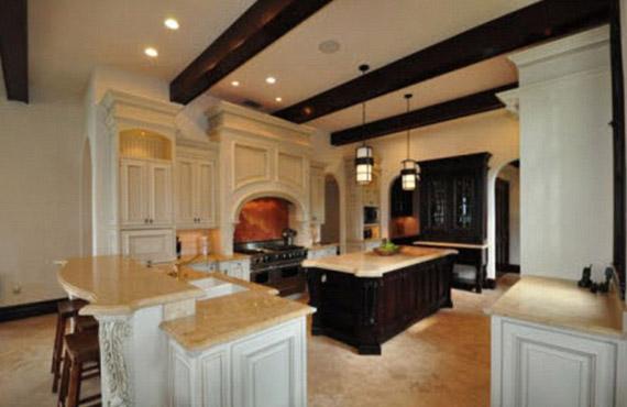 A tágas, világos konyhába bárki rögtön beleszeretne.