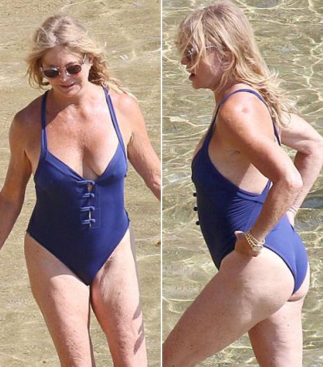 Goldie Hawn  A 69 éves színésznő, Goldie Hawn a lányával együtt fürdőzött a tengerparton, megmutatva, hogy egy idősebb hölgy is bátran bújhat fürdőruhába.  Kapcsolódó cikk:  Együtt strandolt Goldie Hawn és Kate Hudson!