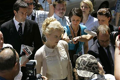 Kidman a bíróságra érkezik