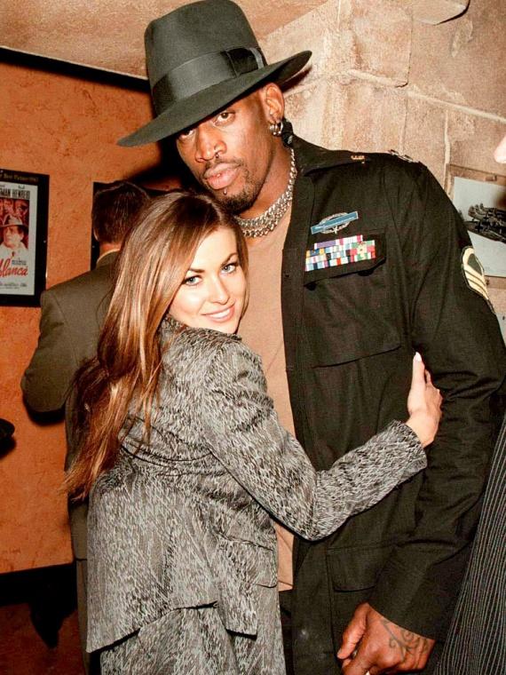 Carmen Electra és Dennis Rodman is csak hat napig bírták együtt: a kosárlabdázó arra hivatkozott, hogy részeg volt a szertartás alatt, és nem tudta, mit tesz.