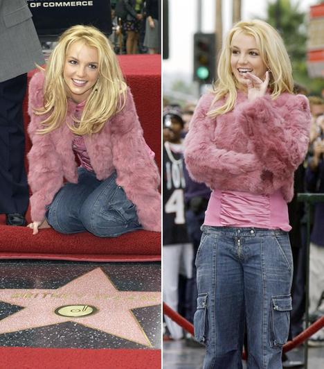 Csillagot kapott  Britney 2003. november 17-én avatta fel saját csillagát a Hollywood Walk Of Fame-en. Ekkor mindössze 22 éves volt.