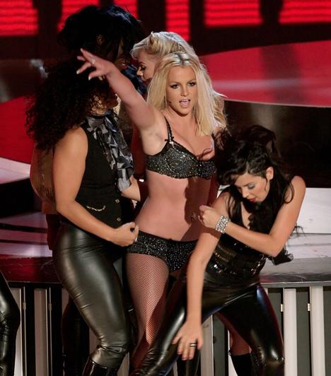 A színpadon égett le  Az énekesnő minősíthetetlen teljesítményt nyújtott 2007 augusztusában az MTV Music Video Awards-on, ahol az évtized egyik legnagyobb leégését produkálta.