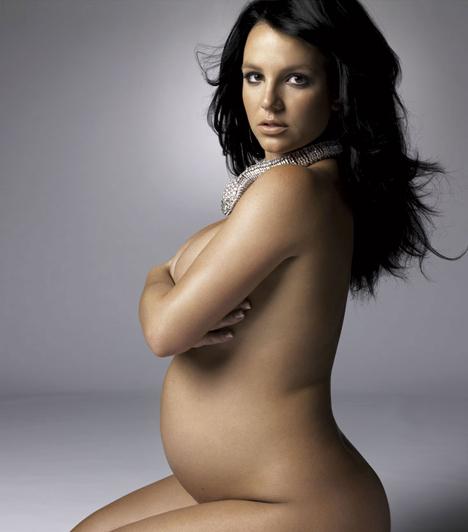 A Harper's Bazaarban  Britney a Harper's Bazaar 2006 augusztusi számában anyaszült meztelenül pózolt terhesen.