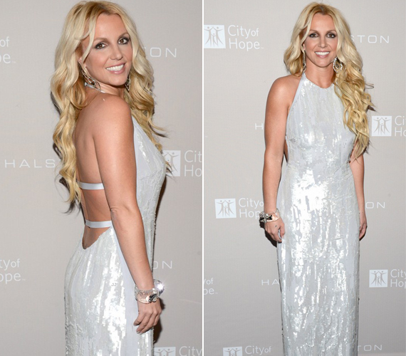 Amikor még tudott öltözködni: Britney Spears ebben a gyöngyházfényű, mélyen kivágott ruhában jelent meg egy Los Angeles-i díjátadón.