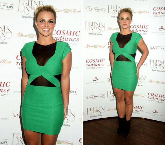 Zöld ruhájában egyébként elbűvölően és kiegyensúlyozottnak nézett ki.