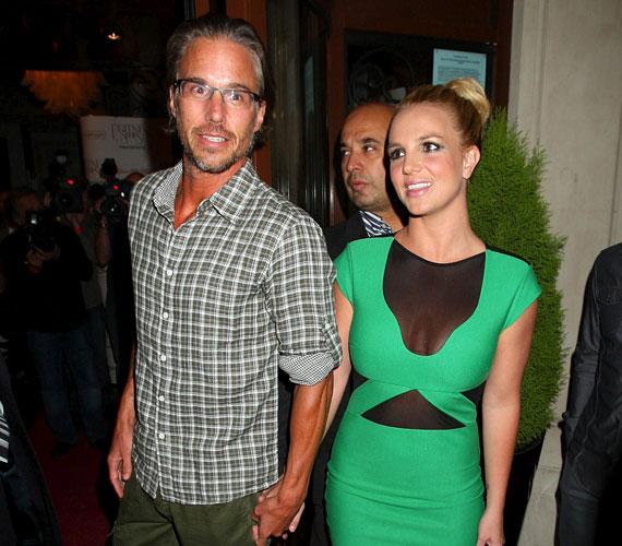 A sajtótájékoztatóra és a bulira is elkísérte párja, Jason Trawick.