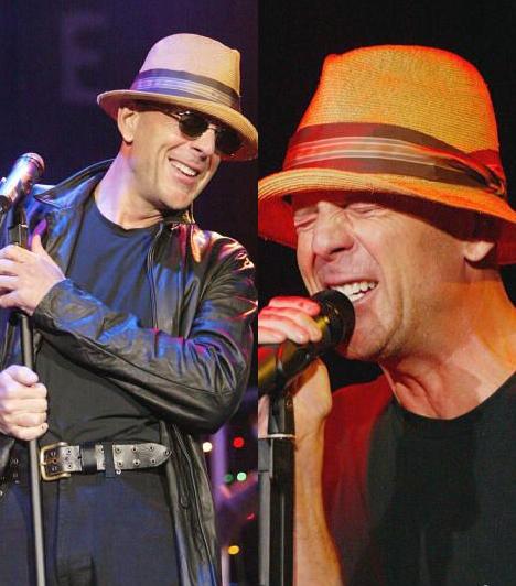Zenél                         Amikor csak ideje engedi, Bruce fellép a Bruce Willis and The Accelerators nevű bandájával. Az Irakban állomásozó amerikai katonáknak is adtak 2003-ban egy fergeteges koncertet.                                                  Kapcsolódó cikk:                         A sármos színész még 53 évesen is vadítóan szexi »