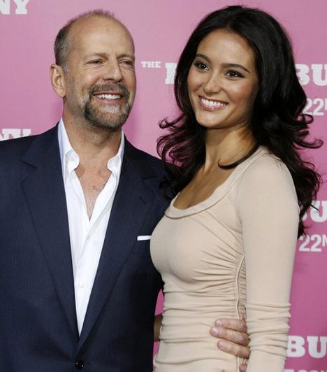 Emma Heminggel  Bruce Willis újra megnősült. 2009 márciusában vette el Emma Heming modellt, akivel ismét tökéletesen boldognak érzi magát.  Kapcsolódó cikk: Már nem titok! 56 évesen negyedszer is apa lesz a népszerű színész »