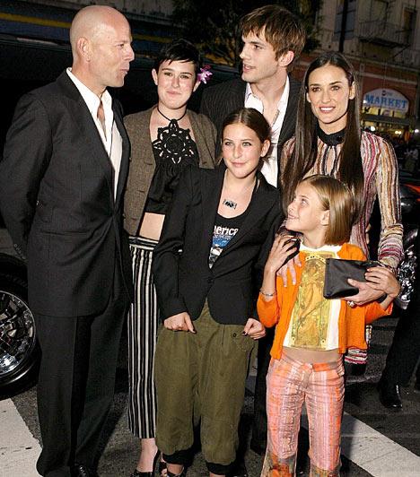 A válás után  Bármily meglepő, a válás után is kitűnő a kapcsolata volt feleségével, Demi Moore-ral és annak új - azóta már ex - férjével, Ashton Kutcherrel.  Kapcsolódó cikk: Volt férje vállán vigasztalódik? A színésznő lakásánál fotózták le az exet »