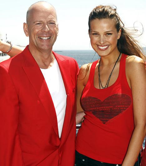 Petra Nemcovával  A színész ellátogatott a 2009-es Cannes-i Filmfesztiválra is. Petra Nemcova modellel részt vettek a Big Red Book jótékonysági akció elindításában. A bevételt a cunami áldozatainak ajánlották fel.