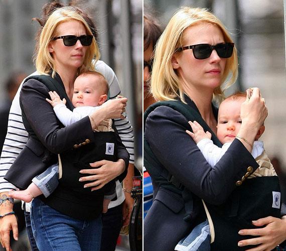 A 34 éves színésznő leginkább babahordozóban szereti vinni a nyolc hónapos csöppséget.