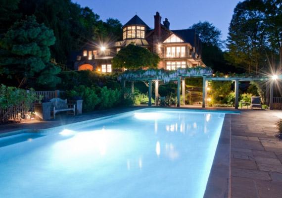 A ház 740 négyzetméteres és teljes panorámás.