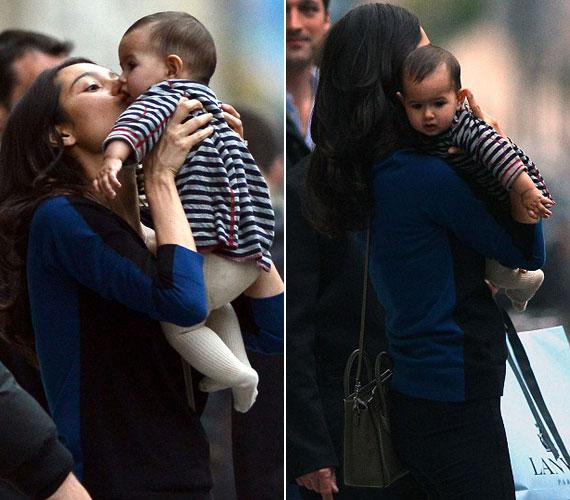 2012 októberében a féléves kislányt édesanyjával Párizsban sikerült lencsevégre kapniuk a fotósoknak.