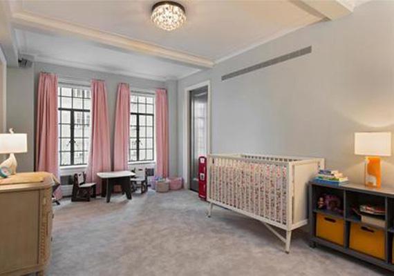 Az egyik vendégszobát babaszobának használta a Willis házaspár, akiknek idén májusban született meg a második kislányuk, Evelyn.