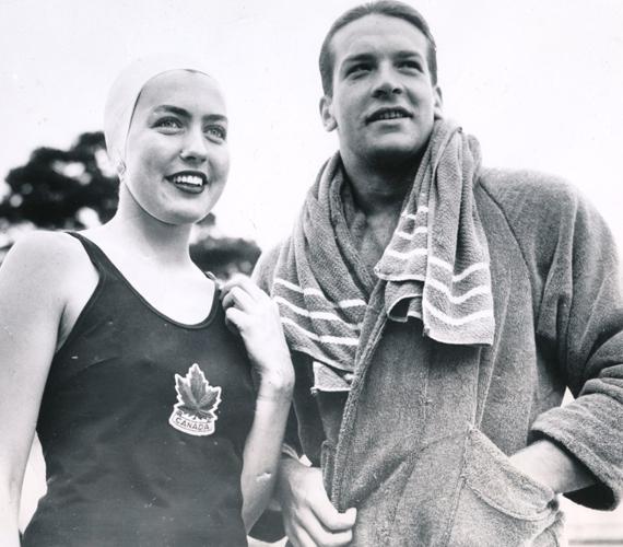 1954-ben már vízilabdázóként tengette napjait, ebben a sportágban is nagyon sikeres volt. Elnézve aranyos, mégis sármos ifjúkori pofiját, biztosak vagyunk benne, hogy a nőknél hasonló sikereket aratott.