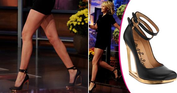 Dupla bokapántos Lanvin cipője - egy aranyszínű tűsarkú és egy platós cipő vegyítése - volt a színésznő egyetlen ékszere. A különleges darab az adás óta nagy népszerűségnek örvend.