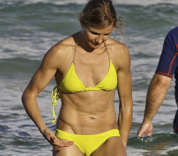 Azok a férfiak, akik imádják az inas, sportos testű nőket, valószínűleg nagy örömmel legeltetik a szemüket a színésznő kockás hasán.