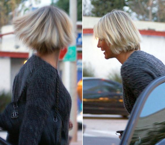 Ez a hajforma és a platinaszőke szín sokak szerint súlyos évekkel öregíti a sztárt.