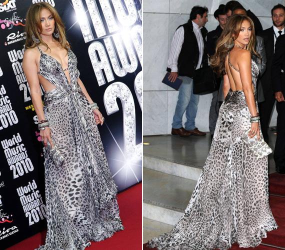 A vadmacskás külső nem is passzolhatna jobban máshoz, mint Jennifer Lopezhez. Ő korábban ebbe a fekete-fehér, földig érő, mégis szexi ruhában lépett a vörös szőnyegre.