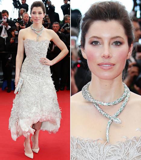 Jessica Biel                         Nem aratott sikert Marchesa ruhájában a színésznő, sőt, az egyik legrosszabbul öltözött híresség lett Cannes-ban.