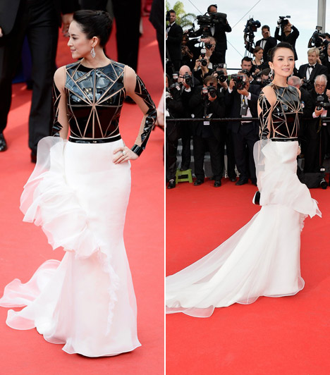 Zhang Ziyi  Avantgárd ruhájában elég feltűnő jelenség volt a színésznő.