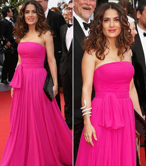 Salma Hayek  A 47 éves színésznő egy pink pánt nélküliSaint Laurent ruhát választott a tervező életéről szóló film premierjére.  Kapcsolódó cikk: Ez aztán ciki! Salma Hayek olyat mutatott, amilyet biztos nem akart »