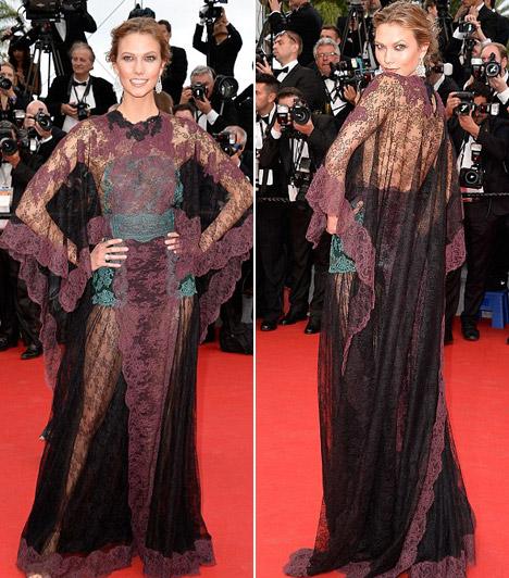 Karlie Kloss  A modell ruhája megosztotta a kritikusokat, egyesek szerint olyan volt, mintha függönybe öltözött volna.