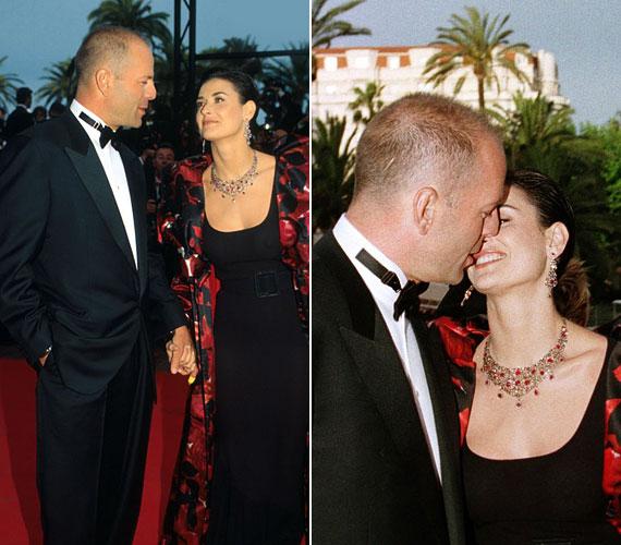 Bruce Willis és Demi Moore 1987-ben, a Zsarulesen című film premierjén találkoztak először. Szerelem volt első látásra, hamarosan össze is házasodtak, és három lányuk született. A cannes-i fotó tíz évvel később készült, és láthatóan itt még mindig tomboltak az érzelmek - három év múlva azonban, 13 évnyi házasság után beadták a válópert. Azóta sem derült ki, pontosan mi volt a válásuk oka.