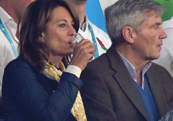 Egy pohárka nem is volt elég - ennyire megviselte Carole Middletont az angol csapat bukása.