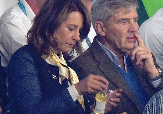 Férje, Michael láthatóan nem viseli annyira a szívén az angol csapat továbbjutását, mint felesége.