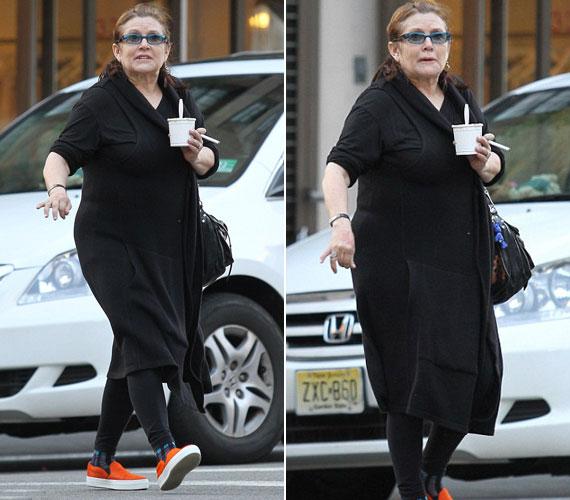 Slamposan, ápolatlan hajjal, fagyival és elektromos cigarettával a kezében sétálgatott. Úgy nézett ki, mint egy öregasszony.