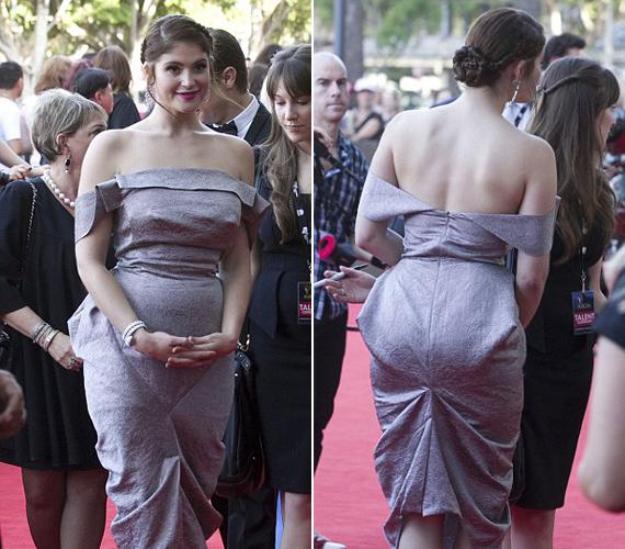Gemma Arterton kissé előnytelen darabot viselt, a rafinált szabás megvastagította a csípőjét és fenekét egyaránt.