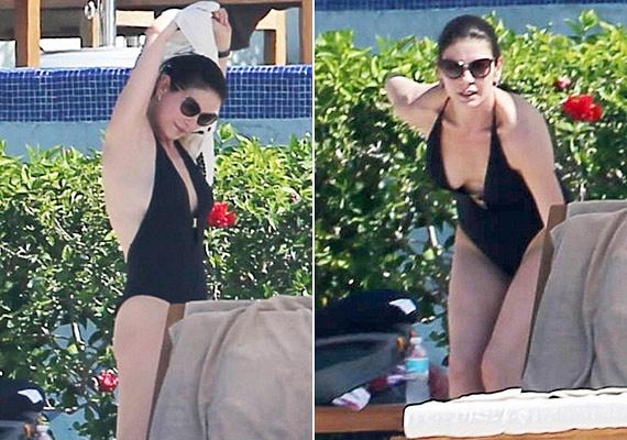 A színésznő már az 50-hez közelít, de még mindig ilyen fantasztikusan néz ki - nem csoda, hogy nem is takargatja a testét.