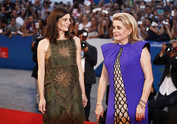 Tavaly a velencei filmfesztiválon anya és lánya együtt jelentek meg a vörös szőnyegen. Catherine egy Jean Paul Gaultier ruhát viselt, Chiara pedig egy Christian Dior dresszben érkezett az eseményre.