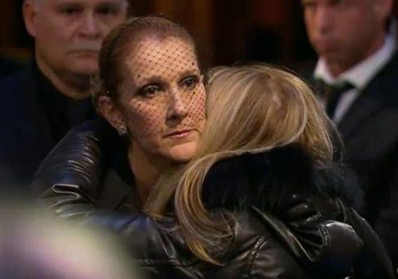 Az énekesnő mellett álltak közeli barátai is, nyilatkozta is a sajtónak, hogy ez mérhetetlen szeretet tartja őt életben.