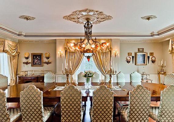 A 16 személyes ebédlőben elférnek a vendégek.