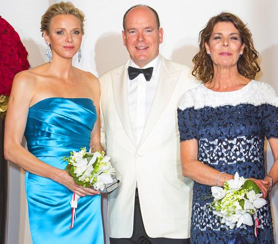 A 2013-as Vöröskereszt-gála díszvendégei kitettek magukért, Charlene hercegnő lenyűgöző volt kék, pánt nélküli selyemruhájában.