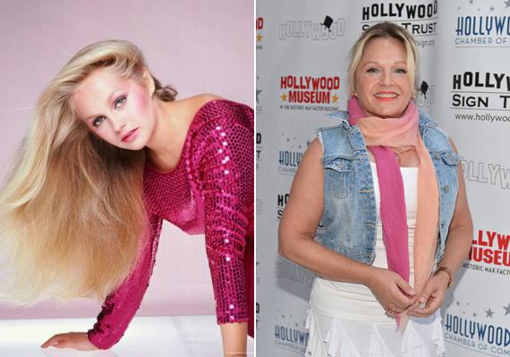 Lucy-nak szinte védjegye volt a pink, valamint magenta színek. A színésznőben egy tavalyi gálán valószínűleg nosztalgikus érzések támadtak, mert rózsaszín sálakat kötött a nyakába.