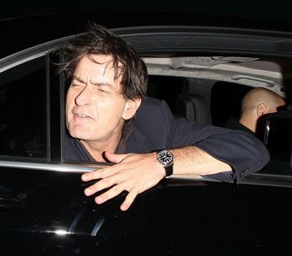 Mikor egy másik jelenlévő megjegyezte, hogy olyan partit szervezett, mint Charlie Sheen, ő visszakérdezett: - És még élsz?