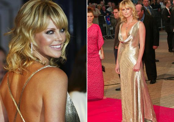 Az olasz meló premierére szintén arany ruhában érkezett. Dekoltázsa megvillantásával itt sem fukarkodott.