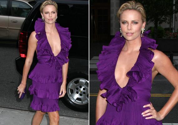2009-ben ebben a Christian Dior ruhában fotózták le. Dekoltázsa már nem is lehetne kivágottabb.