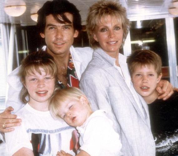 Itt a boldog család látható, amikor még mindenki egészséges volt. Charlotte-ot bal oldalon karolja át apja.