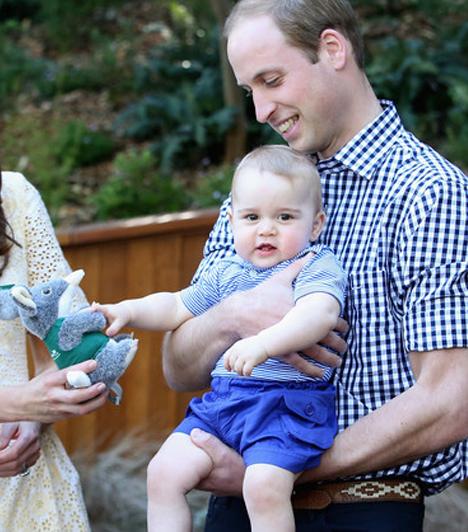 György herceg első születésnapja  A büszke szülők több szívmelengető fotón mutatták meg tavaly július 22-én elsőszülött gyermeküket, György herceget. Ez az egyik közülük.  Kapcsolódó cikk:  Imádja a reflektorfényt György herceg!