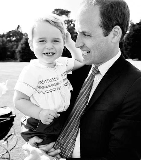 Apa karjaiban a legjobb  Mario Testino készítette Vilmos hercegről és fiáról, György hercegről ezt a gyönyörű, fekete-fehér felvételt.  Kapcsolódó cikk:  Fotókon a mindenórás Katalin hercegnő és György herceg!