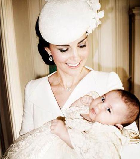 Két hercegnő  Ezt a fotót szintén a híres fényképész, Mario Testino készítette. Katalin hercegnőről és kislányáról jelenleg ez az egyik legszebb kép.  Kapcsolódó cikk:  Tényleg olyan, mint Diana hercegnő!