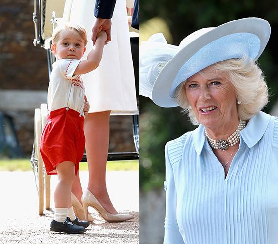 György herceg érdeklődve figyelte az összecsődült tömeget, ha apukája nem figyel rá, akkor hasra is esett volna a nagy nézelődésben. A jobb oldali fotón Kamilla hercegné látható, aki babakék ruhában érkezett.